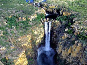 Водопад Сатерленд в Новой Зеландии